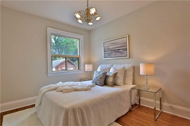 <p><span>37 Mayfield Ave., Toronto, Ont.</span><br> Here's the second bedroom.<br> (Photo: Zoocasa) </p>