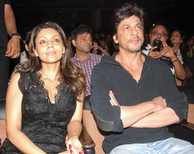 Gauri and SRK, the proud parents watches on as their daughter dances on the stage.