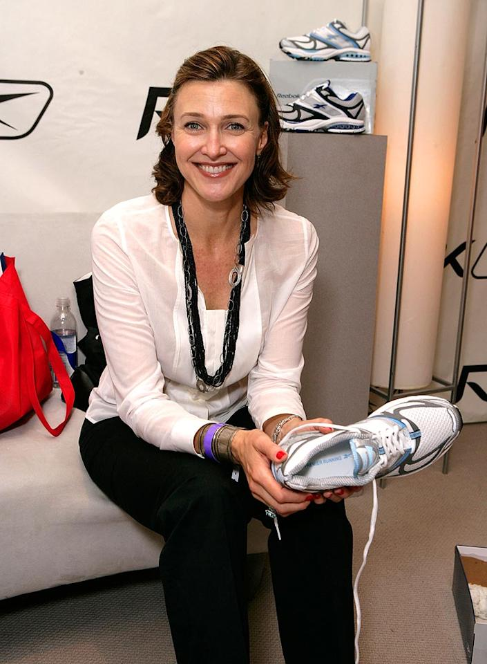 """""""Desperate Housewives"""" narrator Brenda Strong picks up some free footwear. Todd Williamson/<a href=""""http://www.wireimage.com"""" target=""""new"""">WireImage.com</a> - September 13, 2007"""