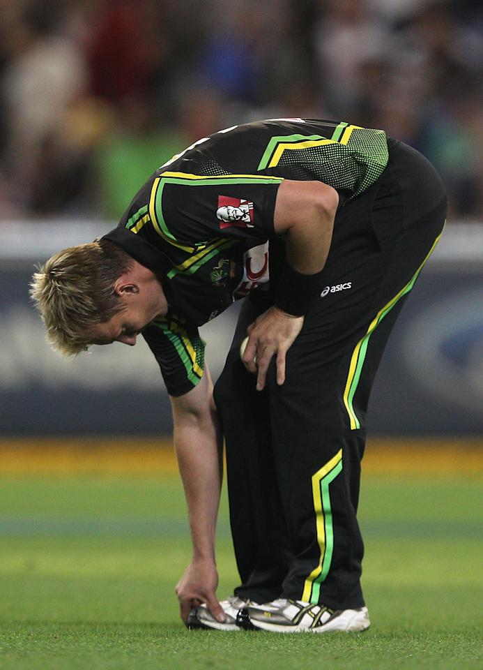 MELBOURNE, AUSTRALIA - FEBRUARY 03:  Brett Lee of Australia inspects his toe after being hit by a ball whilst bowling during the International Twenty20 match between Australia and India at the Melbourne Cricket Ground on February 3, 2012 in Melbourne, Australia.  (Photo by Quinn Rooney/Getty Images)
