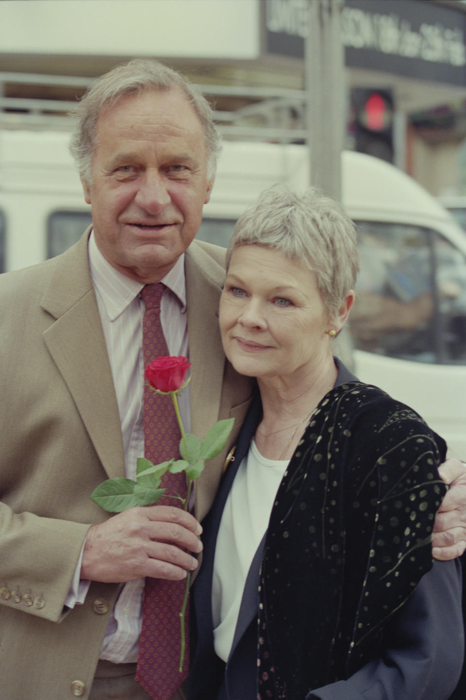 Geoffrey Palmer and Judi Dench attend a photocall to launch the new series of the BBC Television sitcom 'As Time Goes By' in London in February 1995. (Photo by Larry Ellis Collection/Getty Images)