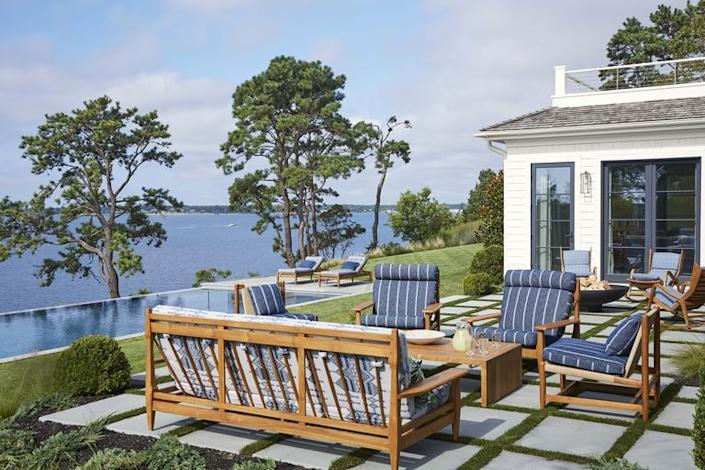 Bring the Hamptons feel outdoors with sunny wooden benches and coastal blue hues.