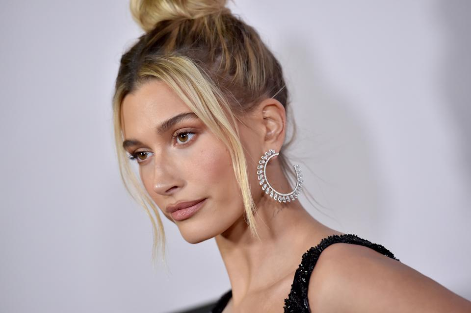 LOS ANGELES, CALIFORNIA - JANUARY 27: Hailey Bieber attends the Premiere of YouTube Original's