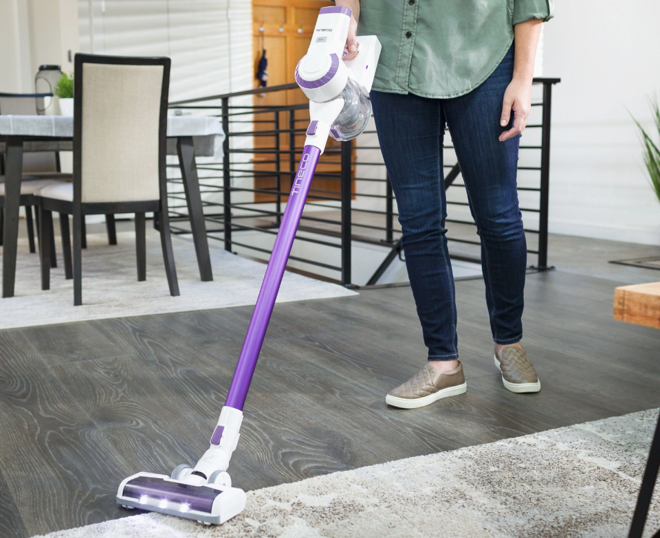 Transitions from hardwood to carpet with ease. (Photo: Walmart)