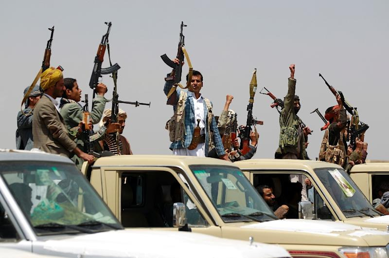 Tribal gunmen loyal to the Shiite-Huthi movement raise their weapons as they gather for a demonstration against the Saudi-led intervention in the country in the Bani al-Harith area on August 6, 2015 (AFP Photo/Mohammed Huwais)