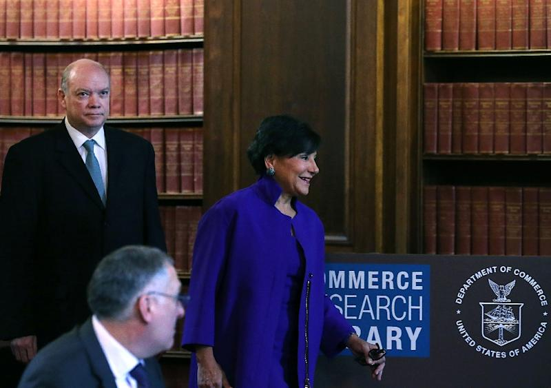US Commerce Secretary Penny Pritzker and Cuban Minister of Foreign Trade, and Investment, Rodrigo Malmierca (L) walk into a meeting at the Commerce Department in Washington, DC (AFP Photo/Mark Wilson)