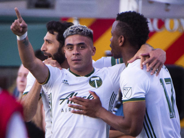 """Brian Fernandez, center, and the <a class=""""link rapid-noclick-resp"""" href=""""/soccer/teams/portland-timbers/"""" data-ylk=""""slk:Timbers"""">Timbers</a> had themselves a night against the Galaxy in the U.S. Open Cup. (Associated Press)"""