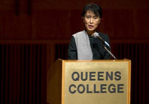 Aung San Suu Kyi speaks to students at Queens College
