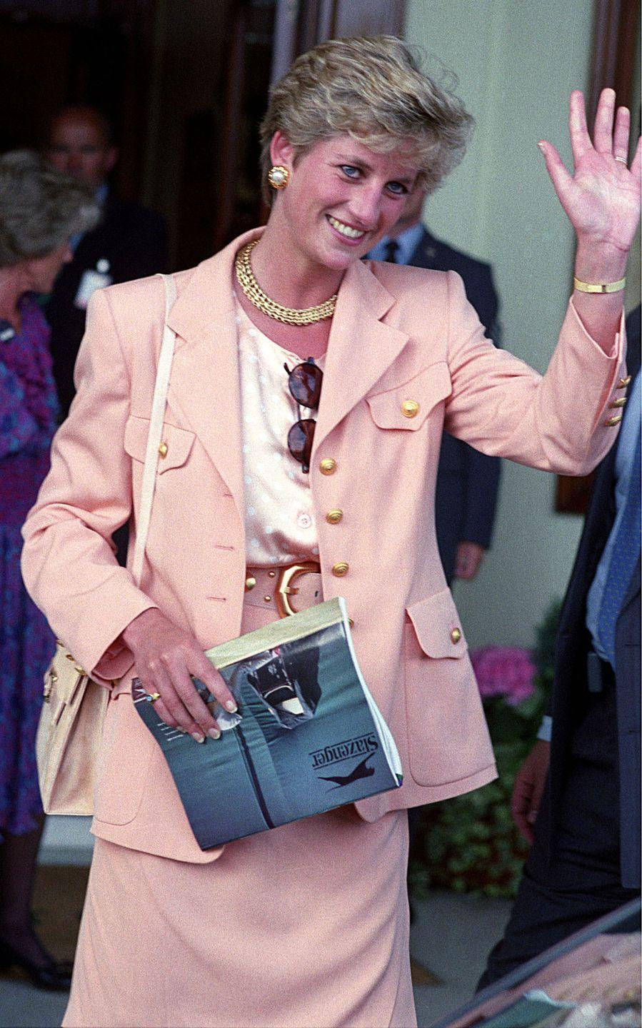 <p>Diana waves to the cameras at the Mens Final.</p>