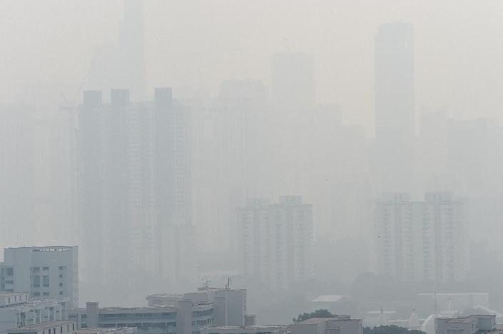 Singapore's air quality index reached unhealthy levels on August 26, 2016, with conditions deteriorating through the day (AFP Photo/Roslan Rahman)