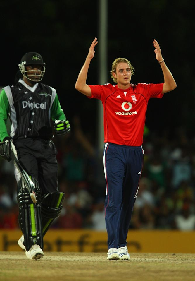 ST. JOHN'S, ANTIGUA AND BARBUDA - NOVEMBER 01: Stuart Broad of England holds up his hands in despair after a chance is missed off Chris Gayle of the Superstars during the Stanford Twenty20 Super Series 20/20 for 20 match between Stamford Superstars and England at the Stanford Cricket Ground on November 1, 2008 in St Johns, Antigua. (Photo by Tom Shaw/Getty Images)