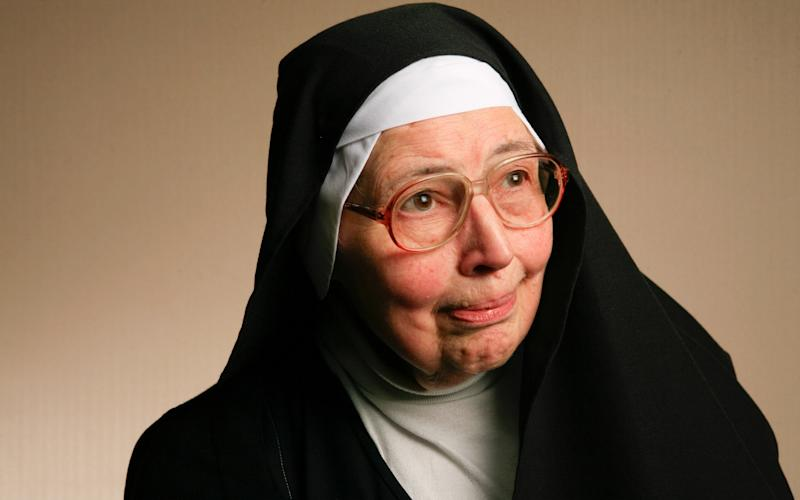 Sister Wendy Beckett, BBC presenter, who has died at 88 - Andrew Crowley