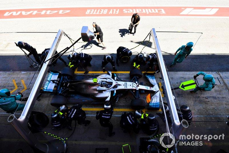 "Valtteri Bottas, Mercedes AMG W10, makes a pit stop<span class=""copyright"">Mark Sutton / Motorsport Images</span>"