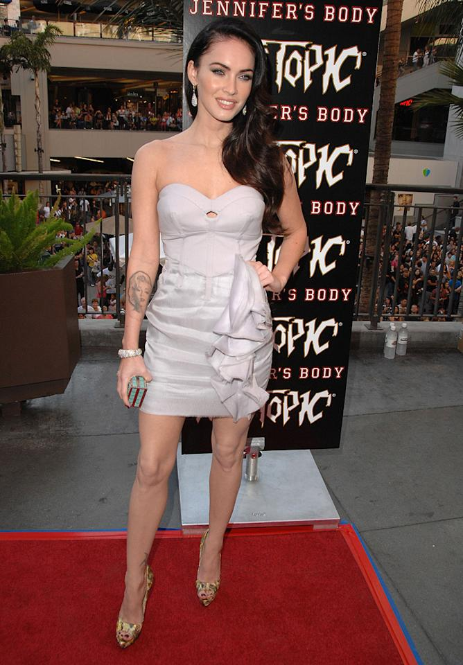 """<a href=""""http://movies.yahoo.com/movie/contributor/1808488000"""">Megan Fox</a> at the Hot Topic fan event in Los Angeles for <a href=""""http://movies.yahoo.com/movie/1809969195/info"""">Jennifer's Body</a> - 09/16/2009"""