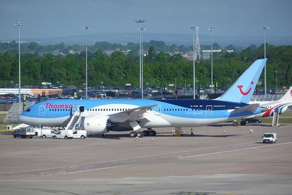 Thomson plane to Manchester in emergency landing after engine failure
