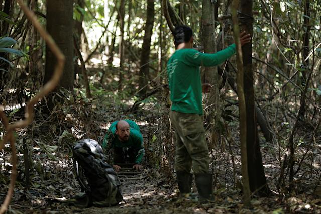 <p>Researcher Diogo Maia Grabin (L) and his assistant Railgler dos Santos from the Mamiraua Institute install camera traps at the Mamiraua Sustainable Development Reserve in Uarini, Amazonas state, Brazil, Feb. 9, 2018. (Photo: Bruno Kelly/Reuters) </p>