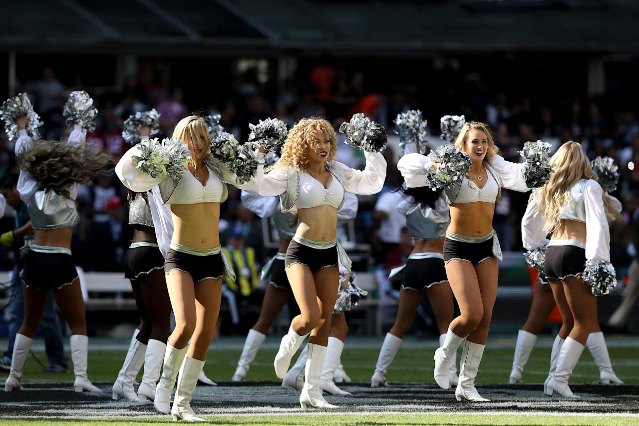 <p>Oakland Raiders cheerleaders dance during the first half against the New England Patriots at Estadio Azteca on November 19, 2017 in Mexico City, Mexico. (Photo by Buda Mendes/Getty Images) </p>