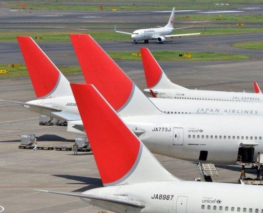 JAL shares below offer price as island row bites