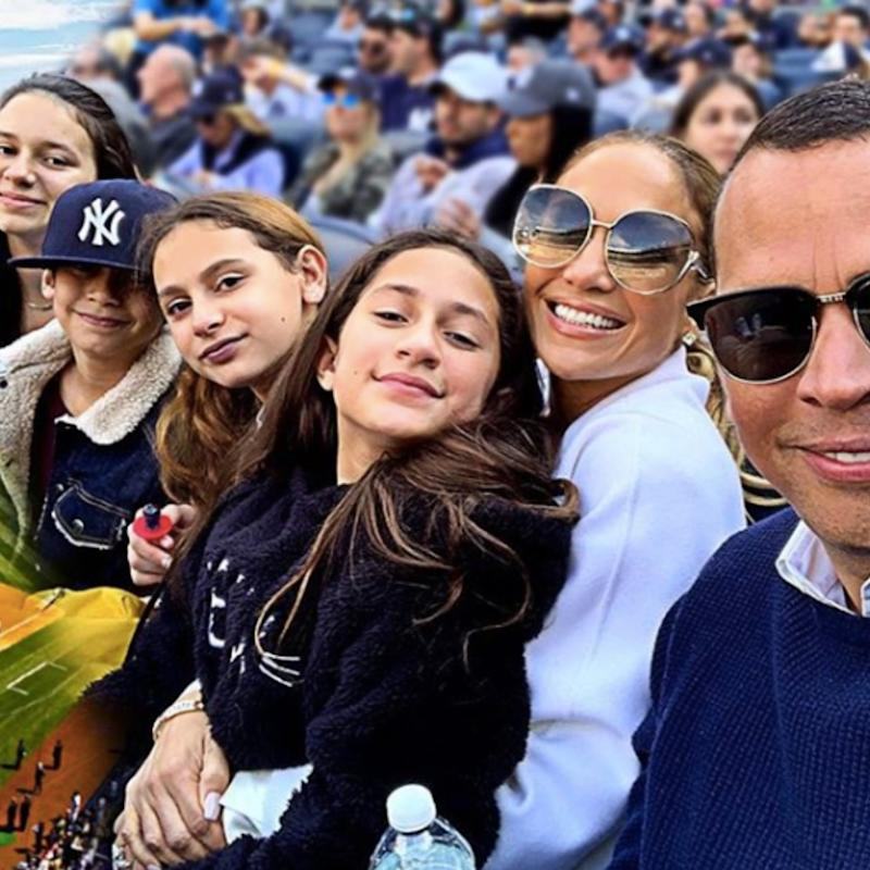 Jennifer Lopez Started Crying When She Opened a Card From Alex Rodriguez's Daughter