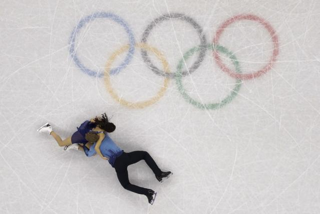 <p>Madison Chock and Evan Bates of the United States fall during the ice dance, free dance figure skating final in the Gangneung Ice Arena at the 2018 Winter Olympics in Gangneung, South Korea, Tuesday, Feb. 20, 2018. (AP Photo/Morry Gash) </p>