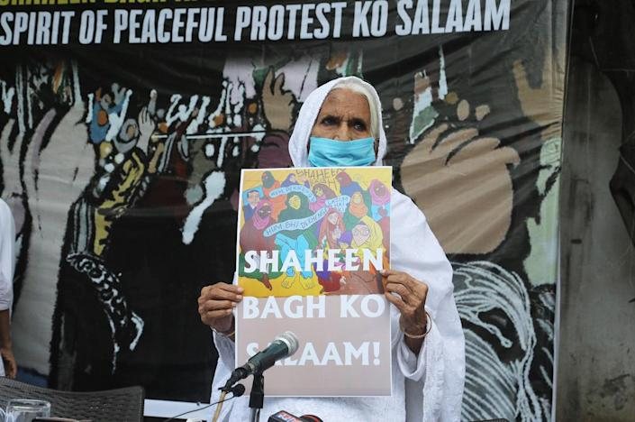 NEW DELHI, INDIA - 2020/09/29: Shaheen Bagh's Bilkis Bano holding a placard at an event organised by women's rights activists, Sayeda Hamid and Annie Raje to congratulate her on being named among Time Magazine's 100 Most Influential People, in the icon category. (Photo by Naveen Sharma/SOPA Images/LightRocket via Getty Images)