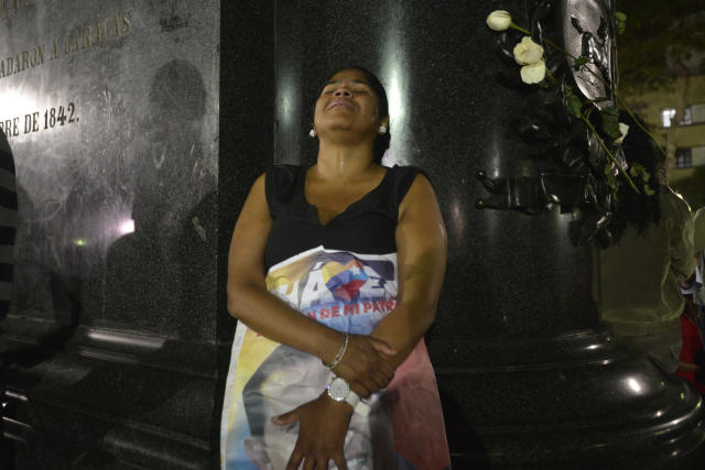 CARACAS, VENEZUELA - MARCH 05: A woman cries over the death of Hugo Chaves outside the military hospital on March 05, 2013 in Caracas, Venezuela. (Photo by Gregorio Marrero/LatinContent/Getty Images)