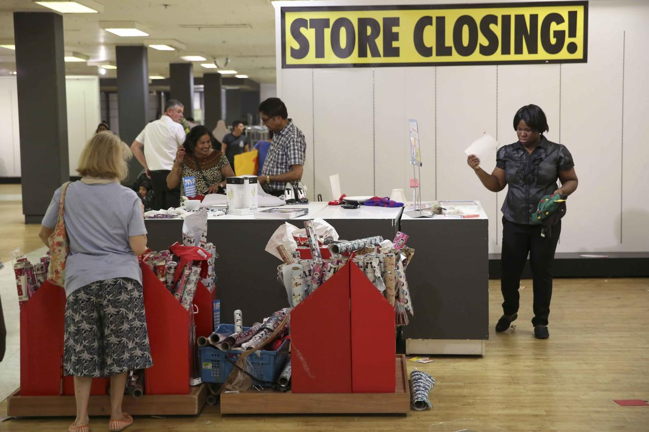 People shop in a branch of department store chain BHS before its final closure, in London, Britain August 27, 2016. REUTERS/Neil Hall
