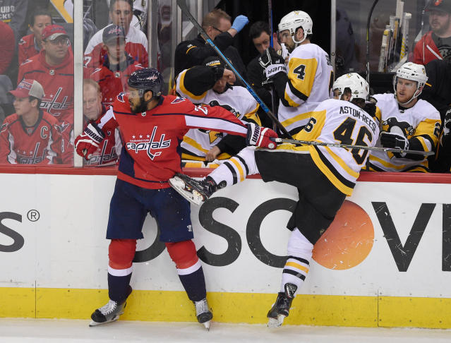 Washington Capitals right wing Devante Smith-Pelly (25) tangles with Pittsburgh Penguins center Zach Aston-Reese (46) during the third period in Game 2 of an NHL second-round hockey playoff series, Sunday, April 29, 2018, in Washington. The Capitals won 4-1. (AP Photo/Nick Wass)