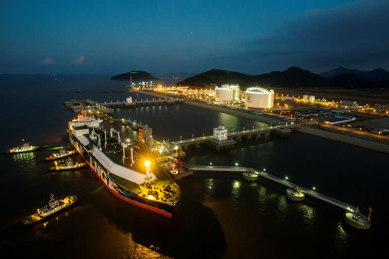Asian LNG prices drop for second straight week on mild winter