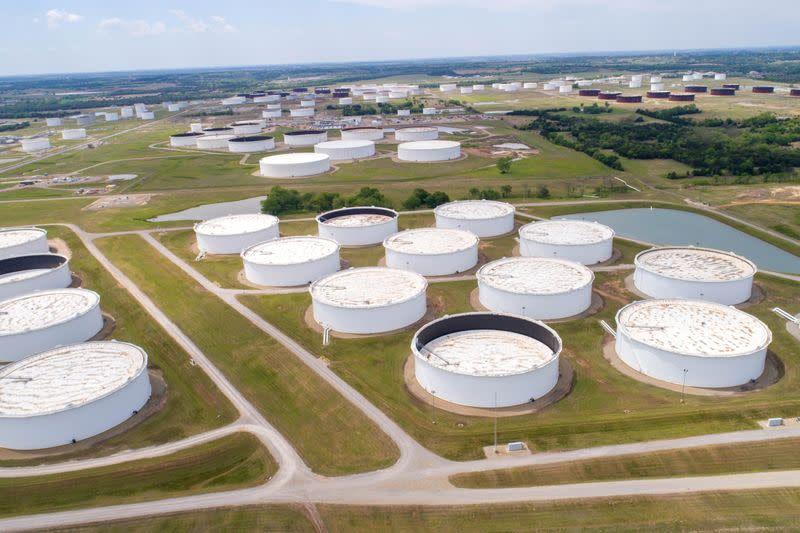 Oil prices lifted for fourth day by signs of output cuts and demand pick-up
