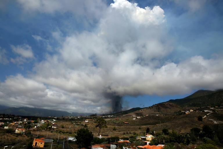 Evacuations started after Mount Cumbre Vieja erupted on the Canary Islands (AFP/Desiree MARTIN)