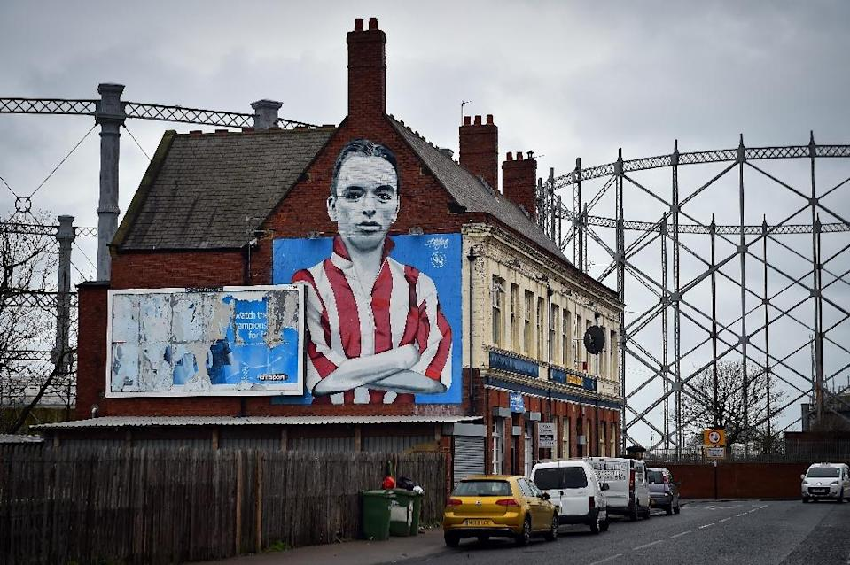 Sunderland's roots are embedded deep in the community as the mural of club legend Raich Carter shows (AFP Photo/ANDY BUCHANAN)