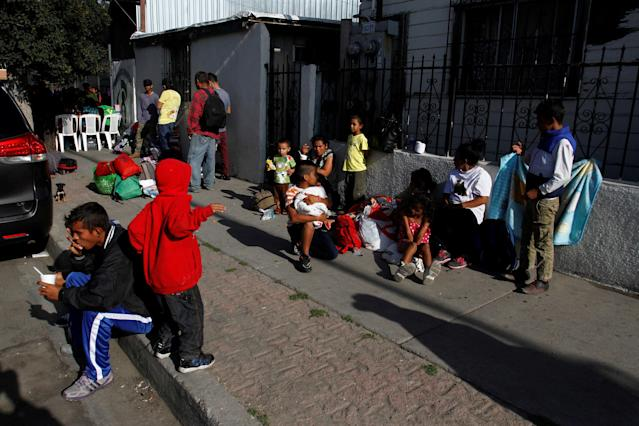 Central American migrants, moving in a caravan through Mexico and traveling to request asylum in the U.S., eat outside the Juventus 2000 shelter after arriving to Tijuana, Mexico April 24, 2018. REUTERS/Jorge Duenes