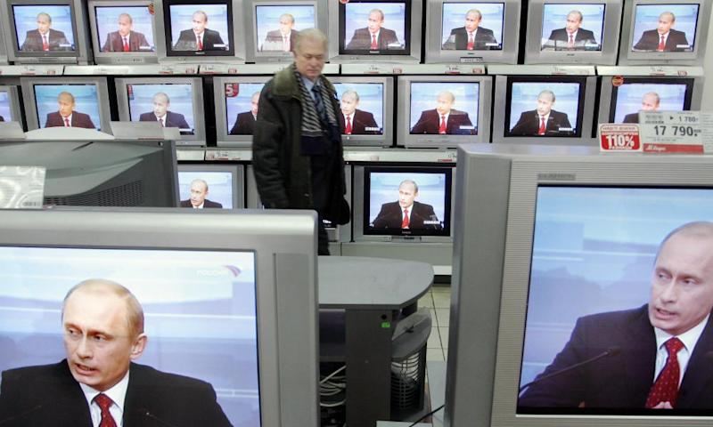 TVs broadcasting a Putin press conference, Moscow, 2006
