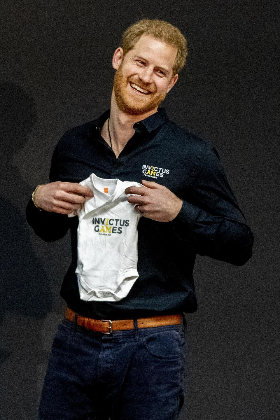<p>During the Invictus Games launch in The Hague, Netherlands, Harry is presented with an Invictus Games outfit for baby Archie. </p>