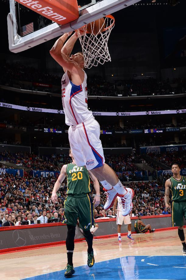 LOS ANGELES, CA - DECEMBER 28: Blake Griffin #32 of the Los Angeles Clippers dunks during a game against the Utah Jazz at STAPLES Center on December 28, 2013 in Los Angeles, California. (Photo by Andrew D. Bernstein/NBAE via Getty Images)