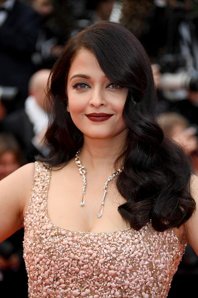 <p>The dramatic 1920's waves make a major comeback on the beauty scene. Bollywood superstar Aishwarya Rai was one to flaunt these with her hair let down and Miss Fame did it with a short lob, albeit in a burning red shade.</p>