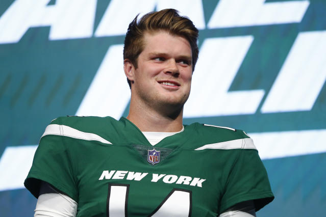 New York Jets quarterback Sam Darnold is the franchise's best hope to return to glory. (AP)