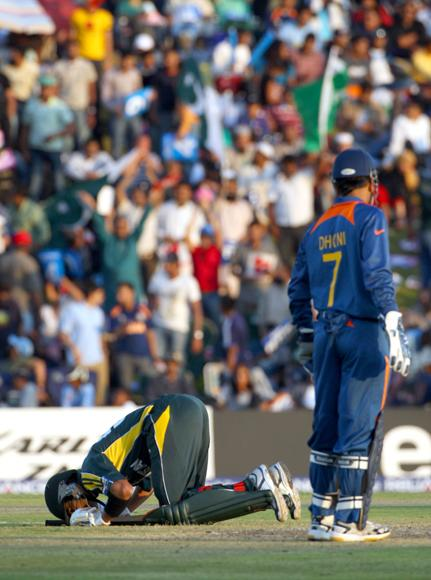 Shoaib Malik of Pakistan kisses the ground after reaching his century during the ICC Champions Trophy group A match between India and Pakistan at Centurion on September 26, 2009 in Centurion, South Africa.  (Photo by Tom Shaw/Getty Images) *** Local Caption *** Shoaib Malik