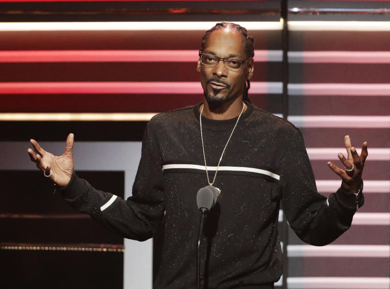 "FILE - In this Sept. 17, 2016 file photo, Snoop Dogg speaks while being honored with the ""I am Hip Hop"" award at the BET Hip Hop Awards in Atlanta. Snoop Dogg's new music video, posted Monday, March 13, 2017, aims a toy gun at a clown dressed as President Donald Trump. The video is for a remixed version of the song ""Lavender,"" by Canadian group BADBADNOTGOOD featuring Snoop Dogg and Kaytranada.  (AP Photo/David Goldman, File)"