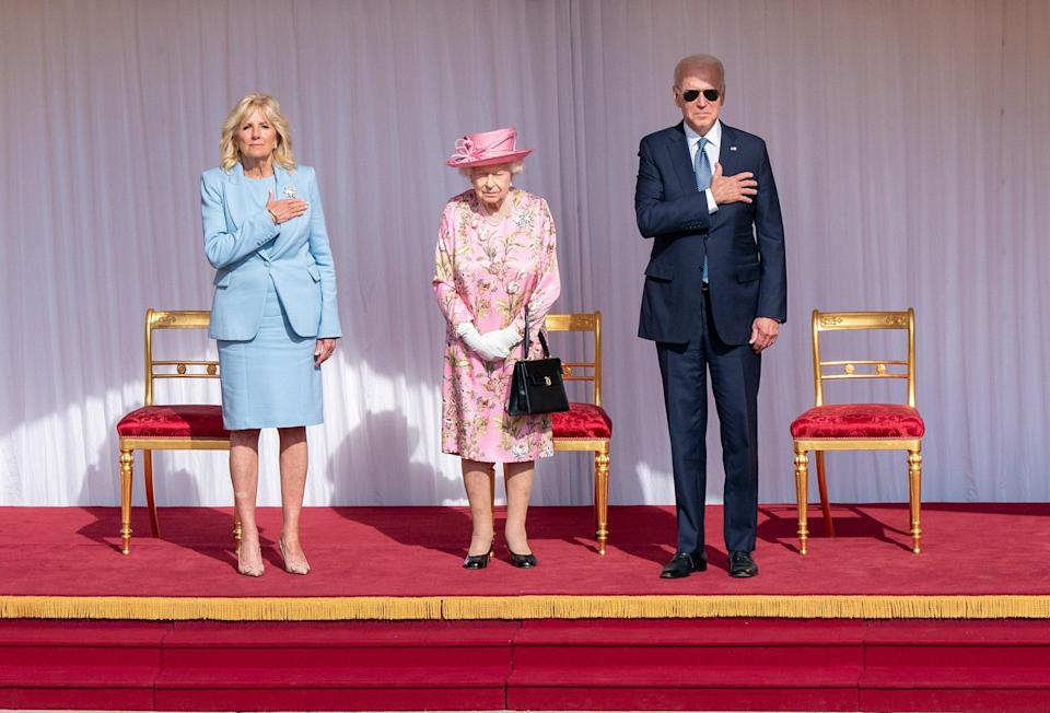 """<h1 class=""""title"""">The Queen Invites The President Of The United States And The First Lady To Tea</h1><cite class=""""credit"""">WPA Pool</cite>"""