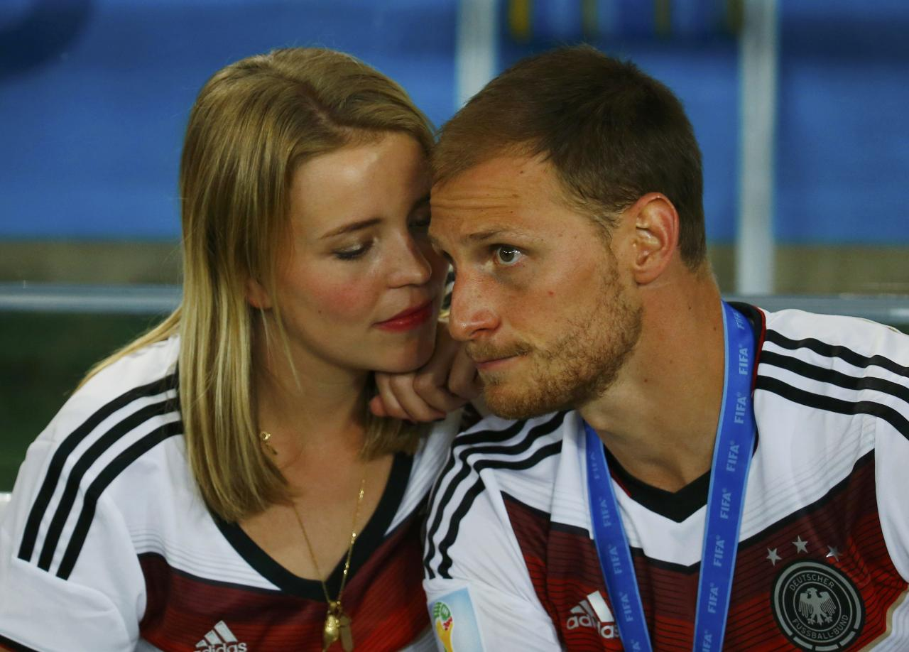 Germany's Benedikt Hoewedes shares a moment with his girlfriend Lise Wesseler after his team won the World Cup trophy at the end of their 2014 World Cup final against Argentina at the Maracana stadium in Rio de Janeiro July 13, 2014. REUTERS/Kai Pfaffenbach (BRAZIL - Tags: SOCCER SPORT WORLD CUP ENTERTAINMENT)