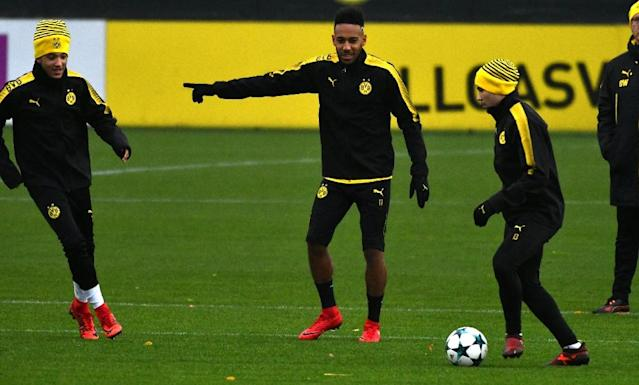 Dortmund's striker Pierre-Emerick Aubameyang takes part in a training session on November 20, 2017 (AFP Photo/PATRIK STOLLARZ)