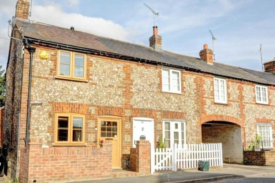 £300,000: a two-bedroom cottage in Chinnor, Oxfordshire (Rightmove)