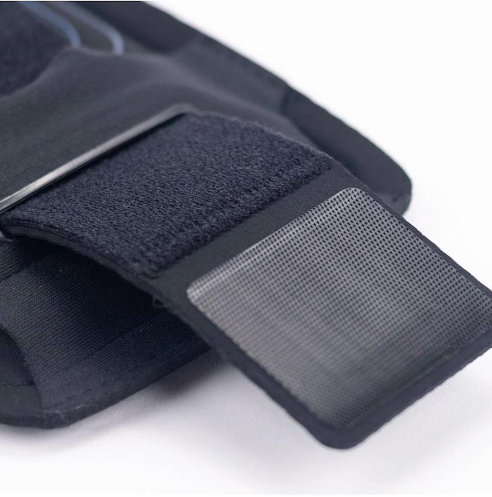 <p>There is an adjustable handstrap to get a snug, comfortable fit.</p>