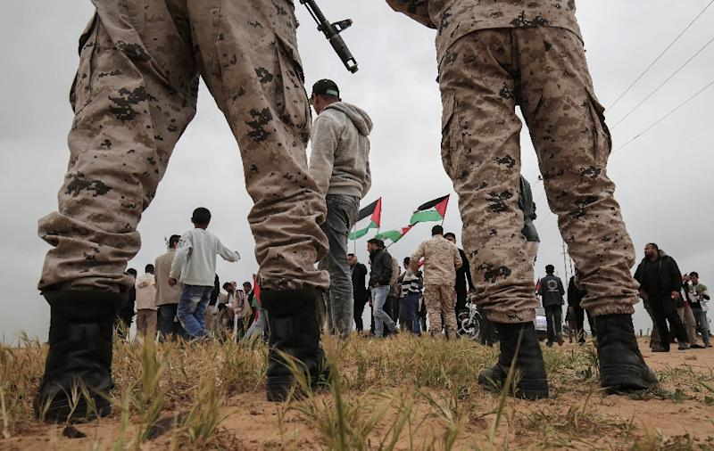 Border guards loyal to the Palestinian Islamist movement Hamas stand guard during a rally to mark Land Day in the Gaza Strip on March 30, 2017 (AFP Photo/SAID KHATIB)