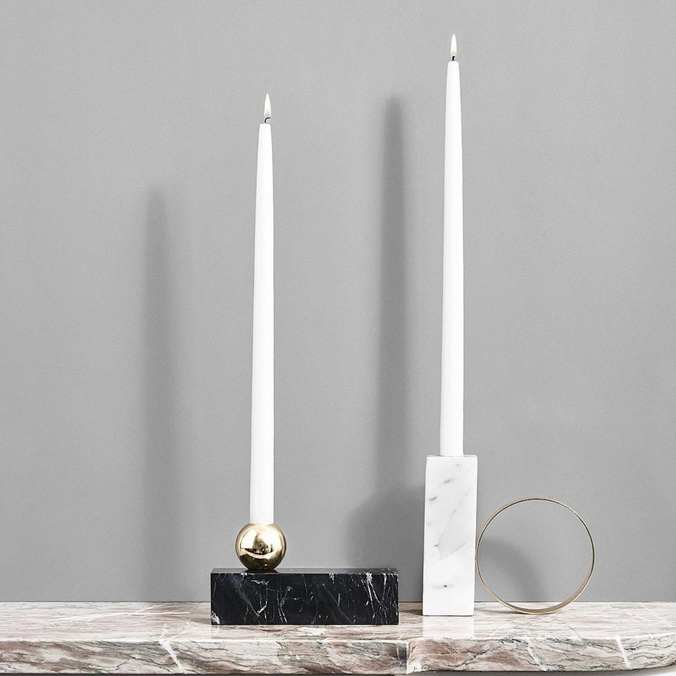 "<p>OYOY Living Design, 55€ l'un <br /> </p><br/><a target=""_blank"" href=""https://oyoylivingdesign.com/collections/candleholder/products/tangent-candleholder-high-candleholder-white"">Acheter</a>"