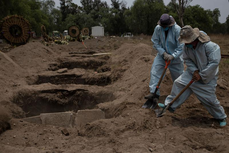 Workers at the San Lorenzo Tezonco pantheon wear safety suits to bury a COVID-19 victim. Source: Getty