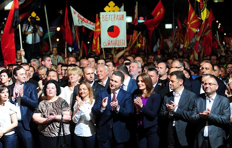 Macedonian Prime Minister Nikola Gruevski (C) greet supporters during a rally in the centre of Skopje on May 18, 2015 (AFP Photo/Robert Atanasovski)