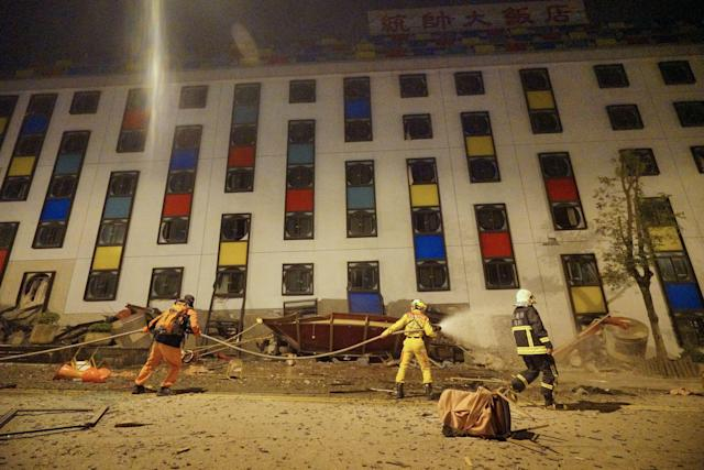<p>Rescure workers search the damaged Marshal Hotel in Hualien, eastern Taiwan, early Feb. 7, 2018, after a strong earthquake struck the island.<br> (Photo: Paul Yang/AFP/Getty Images) </p>